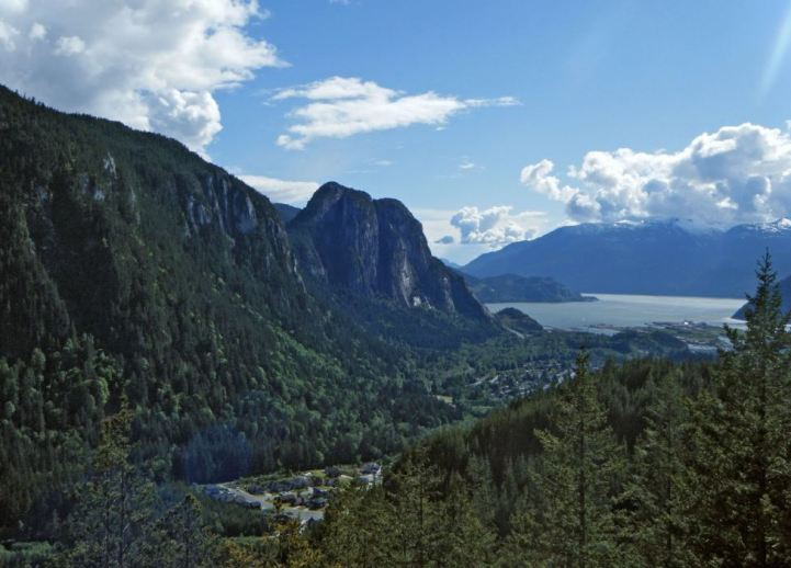 Photo taken from Mount Crumpit, B.C. Panaramio user: laststargazer. May 2010