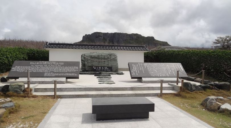 From Banzai cliff, you face Suicide Cliff to the south, and other memorial markers